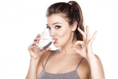 Заговоренная вода в стакане