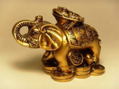 Слон с жабой