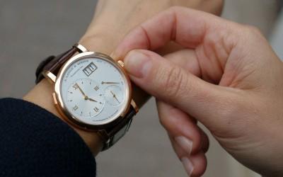 Остановились наручные часы