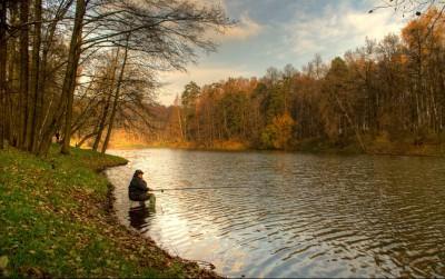 Рыбак в октябре