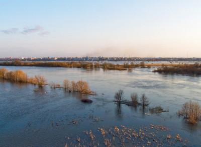 Широкий разлив воды