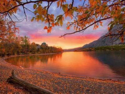 Красный закат осенью