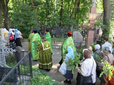 Посещение могилок родственнгиков
