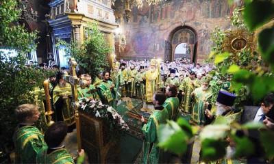 Украшение церкви на праздик