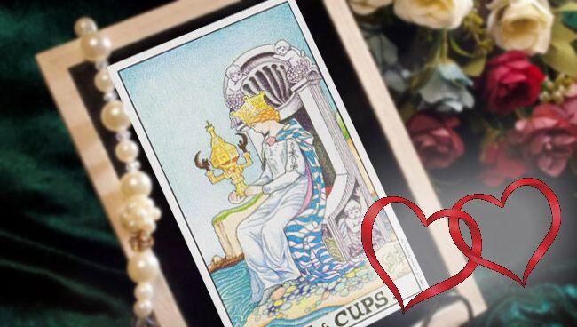 Королева Чаш Таро: значение в отношениях и любви